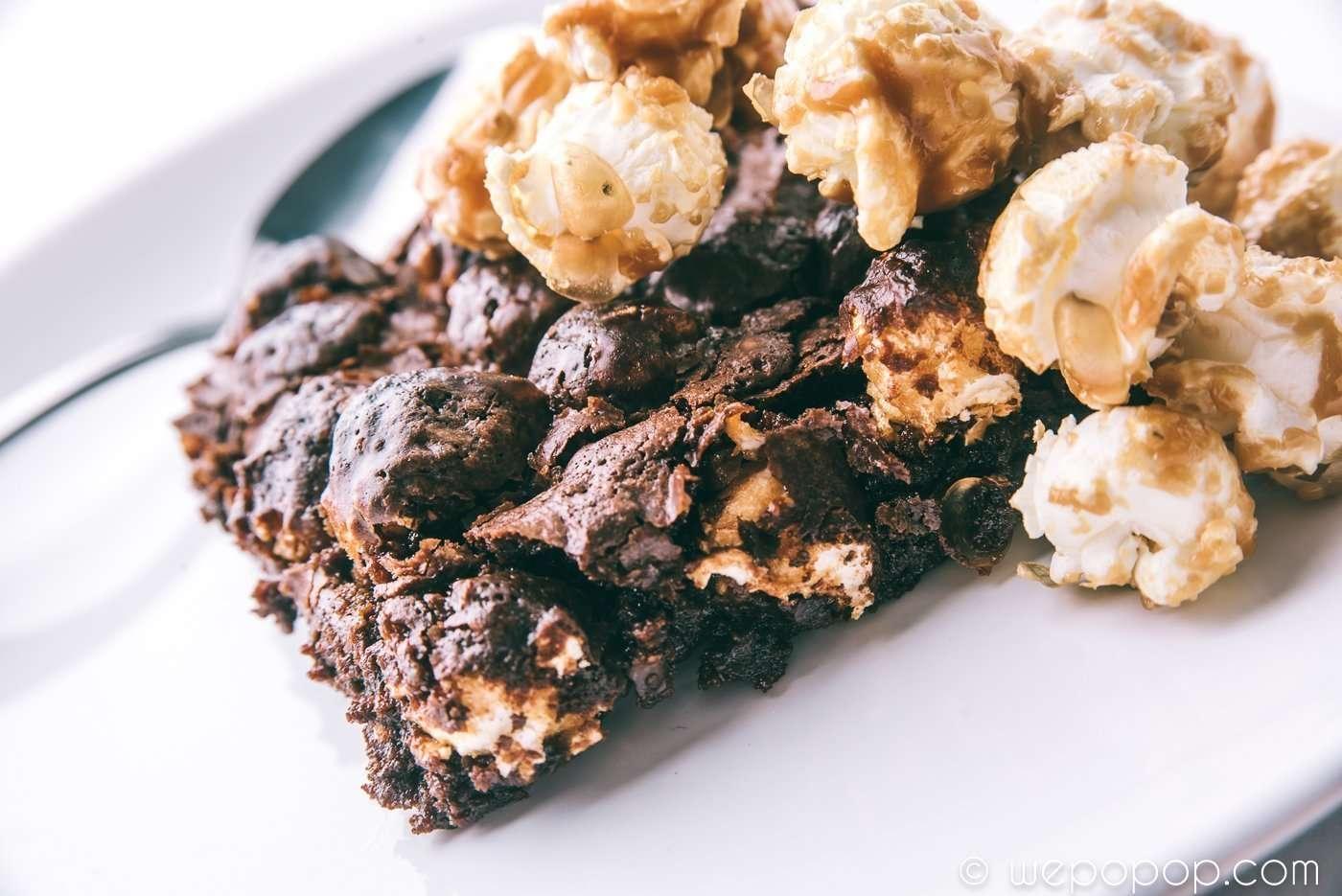 Popcorn- och chokladbrownie