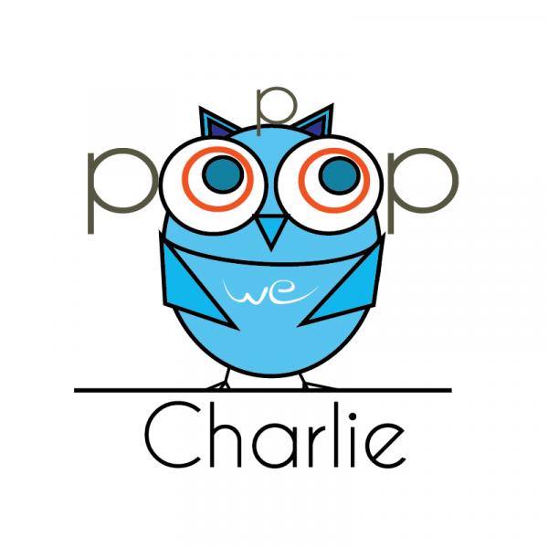"""Charlie är döpt efter saxofonlegenden Charlie """"Bird"""" Parker. Charlie är ett blått popcorn som det svänger om precis som den riktige Charlie. Det är också ett minipopcorn, vilket innebär att det har ett tunt skal som inte fastnar så mycket i tänderna och blir ganska små när de poppas. Det är ett ganska knaprigt popcorn och trivs bäst med superhjältefilmer som Dr Strange eller varför inte serien Agent Carter om den kvinnliga superagenten som utspelar sig på samma tid och i samma land som våran Charlie."""
